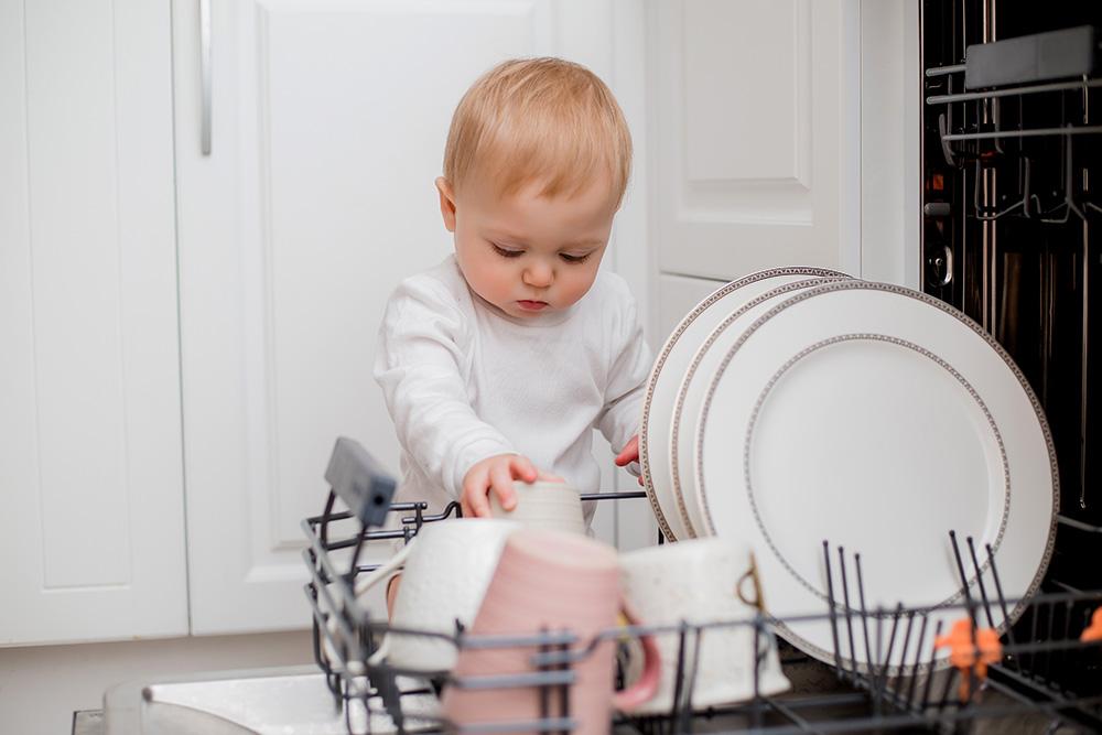 Sprzątanie to zabawa, czyli jak zachęcić dziecko do pomocy w domu