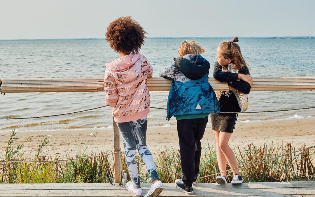 Odkryj wiosnę na nowo! Jak cieszyć się wiosennymi spacerami z dziećmi