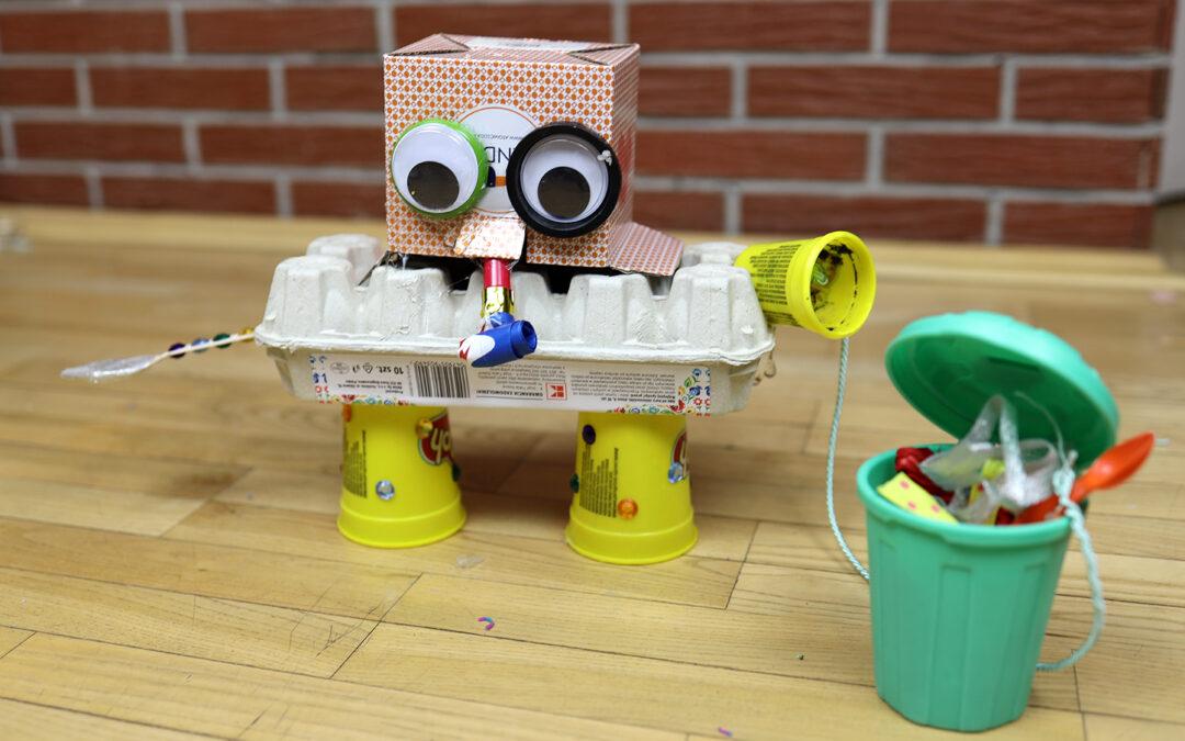 Nadaj śmieciom drugie życie i stwórz z nich zabawkę robota – KONKURS