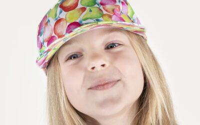 Trendy w modzie na powrót do szkoły 2021 – czapki z daszkiem polskiego producenta